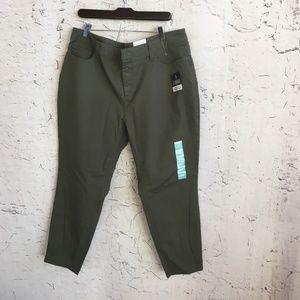 NWT ST JOHN BAY GREEN SKINNY PANTS 20W